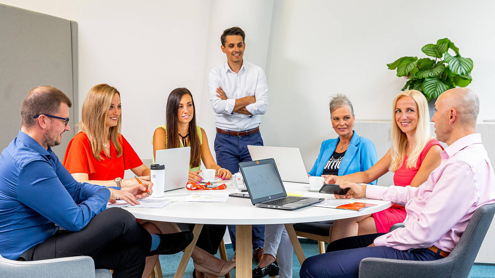Máme týmy složené ze zkušených expertů i absolventů, mužů i žen